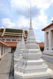 Pagoda blanca en Bangkok, Tailandia Fotografía de archivo libre de regalías