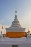 Pagoda blanca en Wat Phra That Khao Noi, provincia de NaN Imagenes de archivo