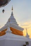 Pagoda blanca en Wat Phra That Khao Noi, provincia de NaN Fotografía de archivo