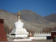 Pagoda blanche dans le temple de Tiebet Samye Images libres de droits