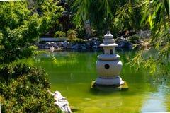 Pagoda chinoise de lac garden photos stock