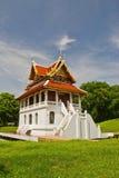 Pagoda in cielo blu immagine stock