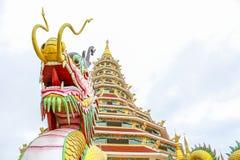 pagoda cinese con il drago Immagini Stock