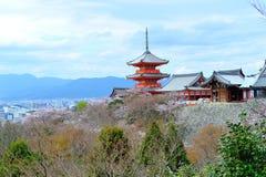 Pagoda con chiaro cielo blu Immagine Stock