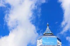 Pagoda con el cielo Fotografía de archivo
