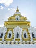 Pagoda con la estatua de Buda en Chiangrai, el septentrional de Tailandia Fotografía de archivo