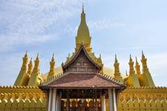 Pagoda d'or dans Pha qui temple de Luang, point de repère de Vientiane Photo stock