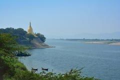 Pagoda d'or de Lawka Nandar Bagan, Myanmar photographie stock libre de droits