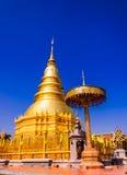 Pagoda d'or en ciel bleu. Images libres de droits