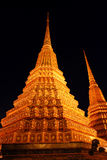 Pagoda d'or la nuit images libres de droits