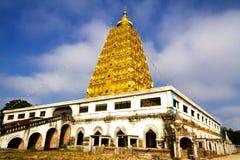 Pagoda de Bodh Gaya con el cielo Imágenes de archivo libres de regalías