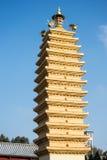 Pagoda de China en el cielo azul Imagen de archivo libre de regalías