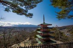 Pagoda de Chureito con el moutain de Fuji Imágenes de archivo libres de regalías