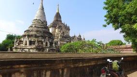 Pagoda de Gawdawpalin chez Bagan banque de vidéos