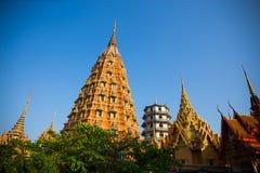 Pagoda de gran altura en Wat Tham Sua - Kanchanaburi, Tailandia Fotografía de archivo libre de regalías