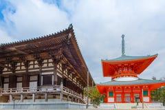 Pagoda de Konpon Daito en el templo de Danjo Garan en el área de Koyasan en Wak fotografía de archivo