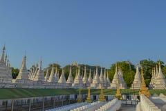 Pagoda de Kuthodaw - el libro más grande del mundo Fotos de archivo libres de regalías
