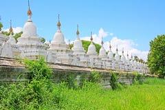 Pagoda de Kuthodaw, Mandalay, Myanmar image stock