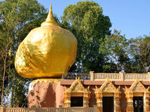 Pagoda de Kyaiktiyo de modèles au temple de Bandong. Photographie stock libre de droits