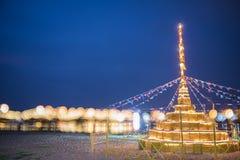 Pagoda de la arena del edificio y bokeh del fondo del puente Fotografía de archivo libre de regalías