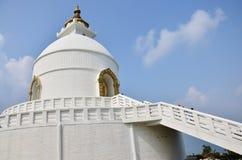 Pagoda de la paz de mundo de Pokhara en el valle Nepal de Annapurna Imagenes de archivo