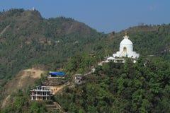 Pagoda de la paz de mundo en Pokhara Nepal fotografía de archivo