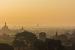 Pagoda de la silueta el tiempo de la salida del sol Imagen de archivo libre de regalías