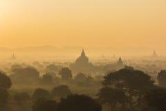 Pagoda de la silueta el tiempo de la salida del sol Fotografía de archivo libre de regalías