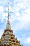 Pagoda de los templos budistas contra el cielo azul Imágenes de archivo libres de regalías