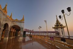 Pagoda de Mandalay Sutaungpye photo stock