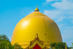 Pagoda de oro budista hermosa en Myanmar Foto de archivo libre de regalías