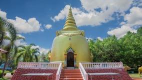 Pagoda de oro de Buddha almacen de video