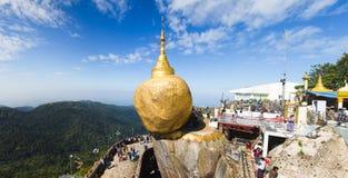Pagoda de oro de la roca Foto de archivo libre de regalías