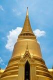 Pagoda de oro del templo de Wat Phra Kaew Imagen de archivo libre de regalías