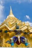 Pagoda de oro en el área magnífica del palacio en Bangkok, Foto de archivo