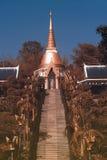 Pagoda de oro en el templo de Wat Pa Phu Kon en Tailandia Imagen de archivo
