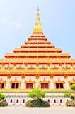 Pagoda de oro en el templo tailandés, Khonkaen Tailandia Foto de archivo libre de regalías