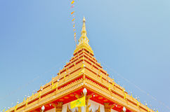 Pagoda de oro en el templo tailandés, Khonkaen Tailandia Imagen de archivo libre de regalías