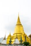 Pagoda de oro en el templo, Tailandia Imagenes de archivo