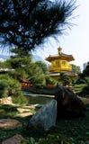 Pagoda de oro en la ji Lin Nunnery, Kowloon, Hong-Kong imagen de archivo