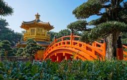 Pagoda de oro en la ji Lin Nunnery, Kowloon, ` Kong de Hong fotos de archivo