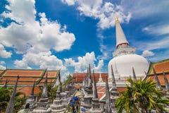 Pagoda de oro en lugar de la adoración para el buddhism en meridional del th Imagen de archivo