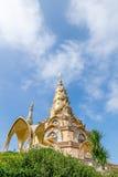 Pagoda de oro en tailandés Fotos de archivo
