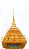 Pagoda de oro en un templo Imagen de archivo libre de regalías