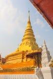 Pagoda de oro en Wat Phra That Khao Noi, provincia de NaN Imagenes de archivo