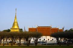 Pagoda de oro, Tailandia Imagenes de archivo