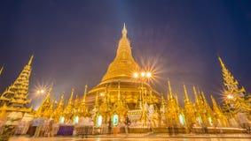 Pagoda de Shwedagon en la oscuridad en el municipio de Rangún de Myanmar Imagen de archivo libre de regalías