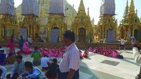 Pagoda de Shwedagon en Rangún almacen de video
