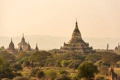 Pagoda de Shwesandaw el lugar famoso para tomar la foto de la salida del sol en bolso Imágenes de archivo libres de regalías