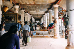 Pagoda de Thein del mesón de Shwe en el pueblo de Indein, lago Inle foto de archivo libre de regalías